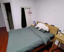 (出售)本房卫生间有窗,房间无任何视线遮挡。全新实木家具和全新电器。