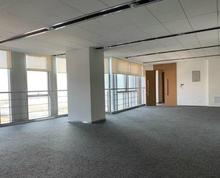 (出租)金融中心精装修中央空调落地窗大通铺好隔断有免租期看房方便