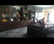 (出租) 含物业费,南金鹰300平精装写字楼出租,有办公桌椅