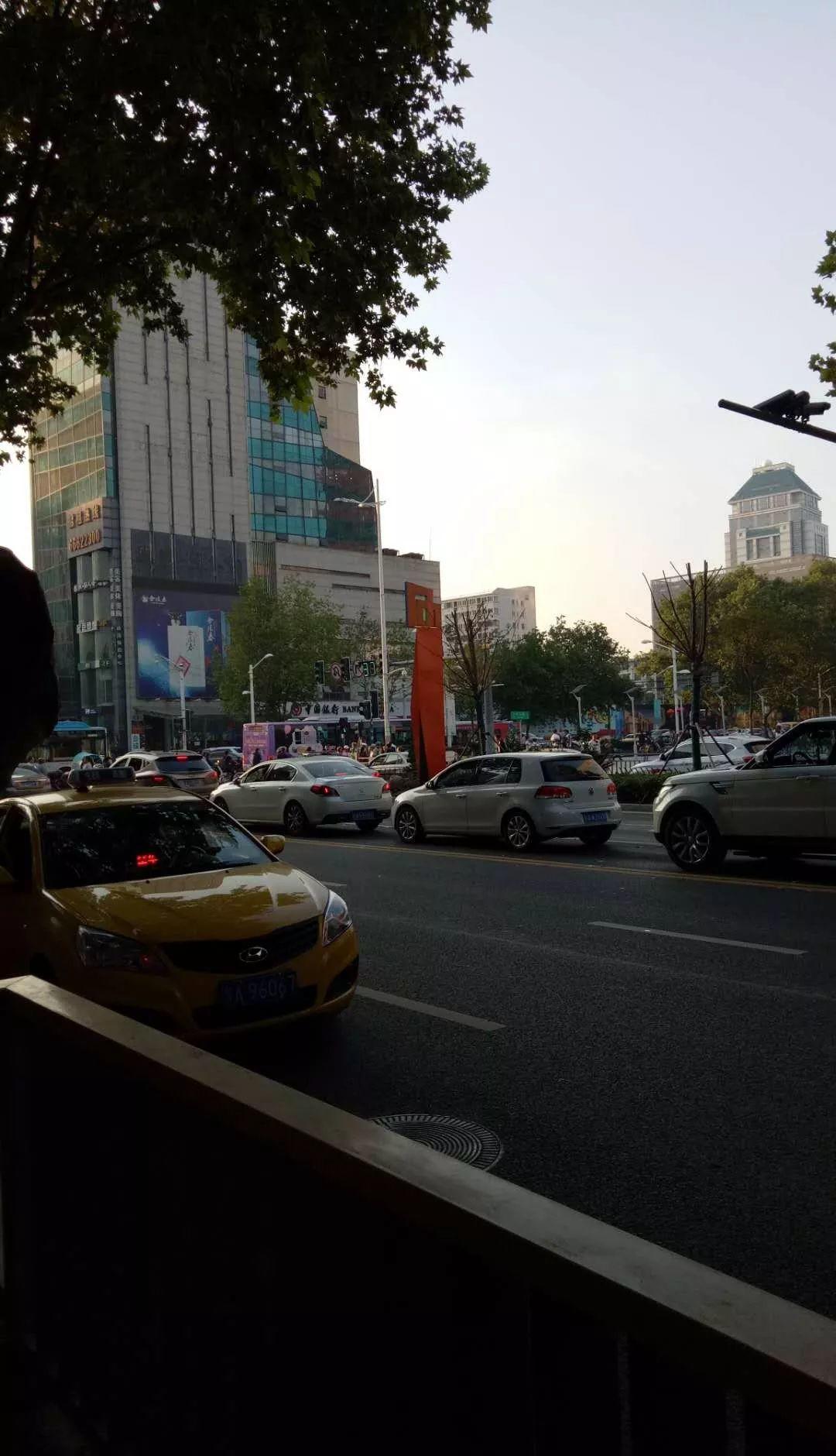 (出租) 珠江路300平方吸金旺铺 免餐饮 适合超市及其他行