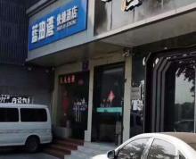 中央门临街双门头商铺出租,免餐饮,看房提前联系