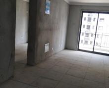 (出租)客厅面积和房间面积都还宽裕,可以放很多东西,而