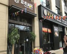 钟灵街地铁口旁,小区出入口位置,正对菜市场入口