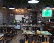 南京浦口区泰冯路近地铁口营业中餐饮店转让,装修精致 ,设备齐全;接手即可营业 。