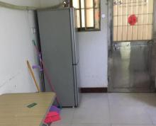(出售)汽车库改装,内有空调洗衣机油烟机热水器,独立卫生间,厨房