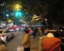 (出租) 鼓楼区许府巷江西路临街旺铺,餐饮执照齐全,人流量密集,路口