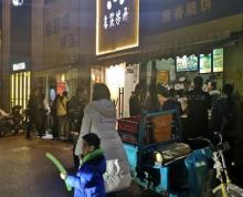 河西万达广场沿街旺铺,临近地铁站,人流量大。